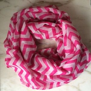 NEW infinity scarf pink white chevron pattern